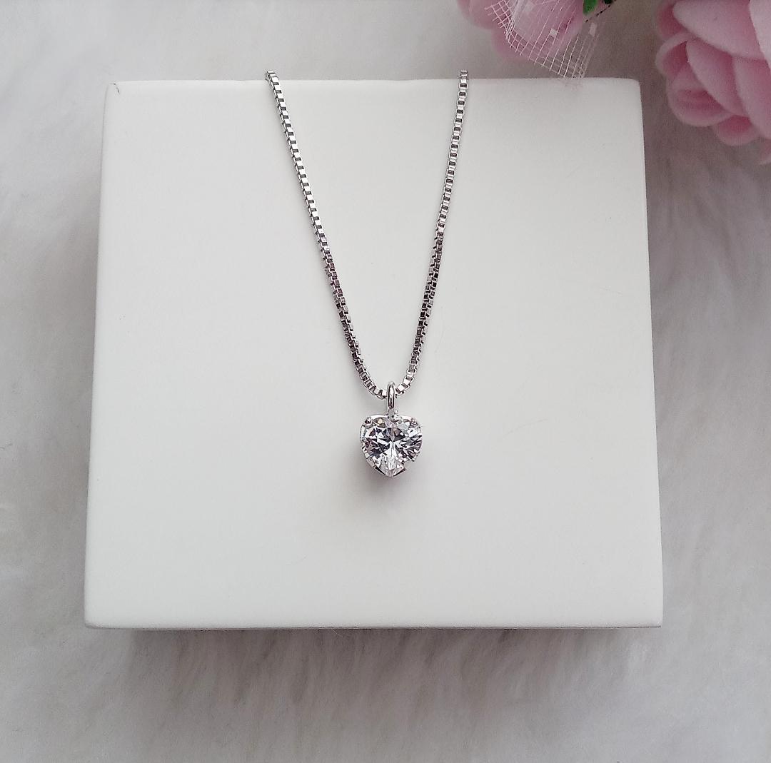 Colar Coração Pequeno Com Pedra Cristal