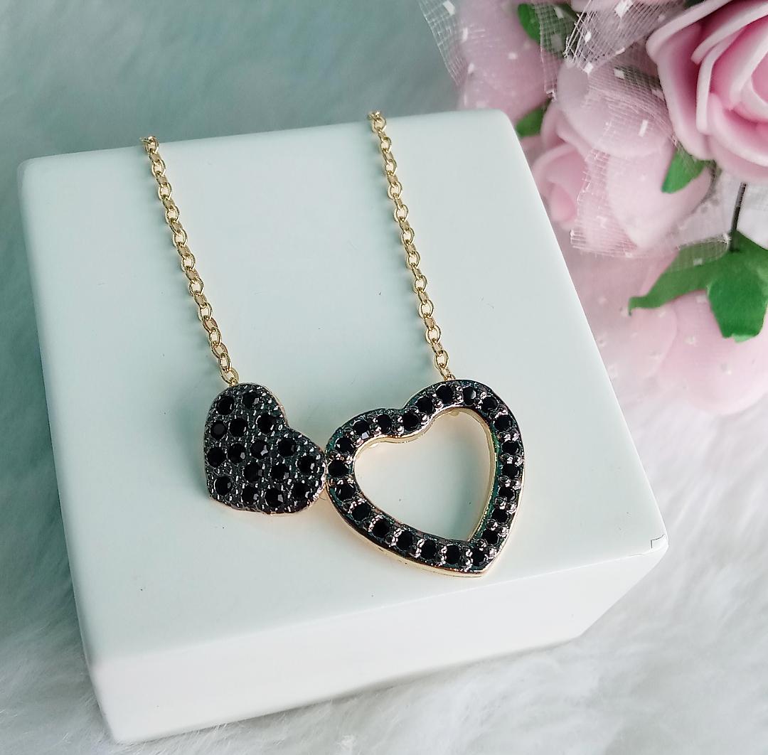Colar Coração Vazado E Coração Menor Com Pedra Ônix