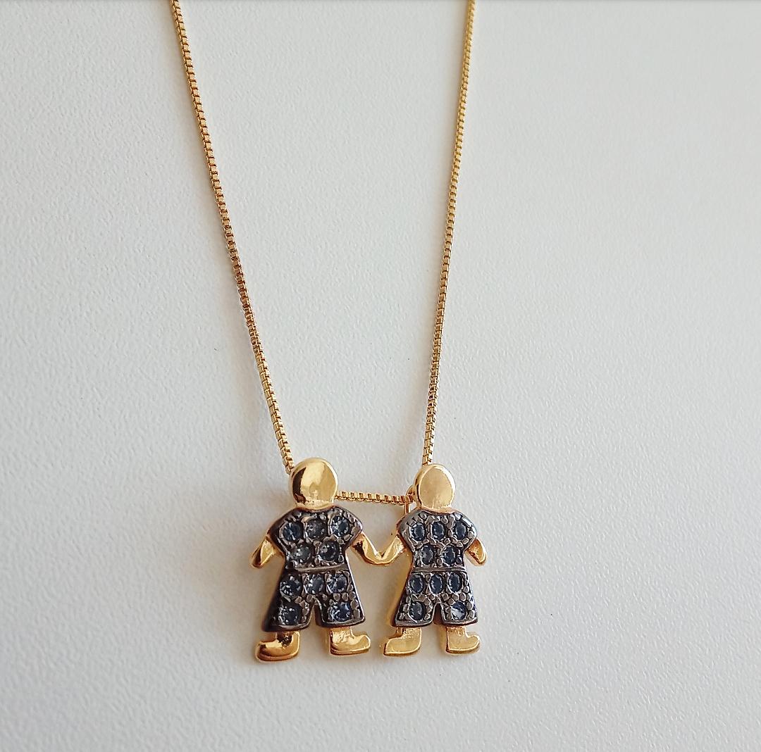 Colar Dois Meninos Com Pedras Azuis Safira