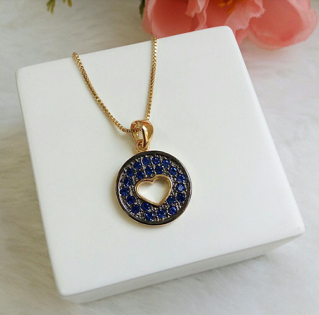 Colar Medalha Coração Vazado Com Pedras Azuis