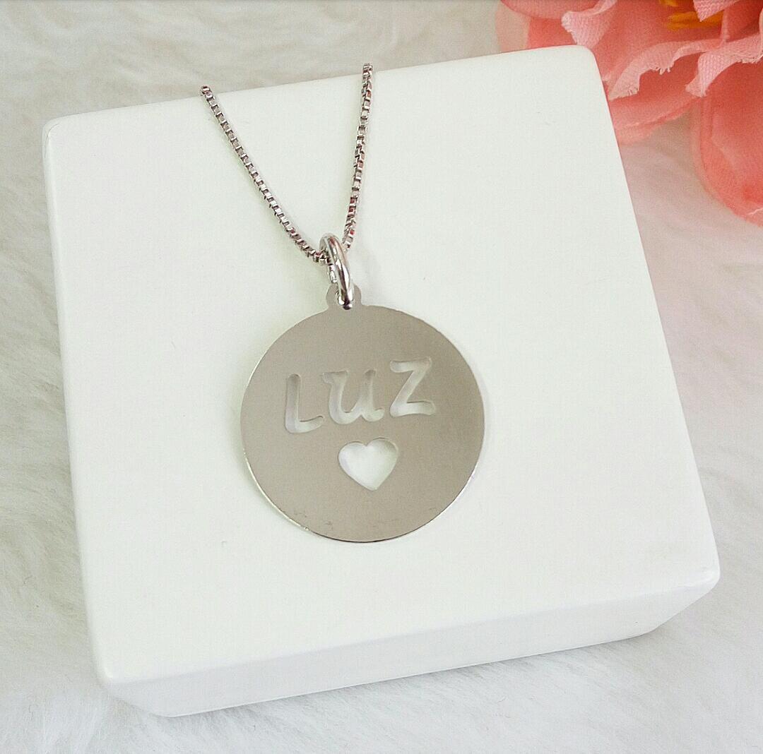 Colar Medalha Escrito Luz Com Coração Vazado