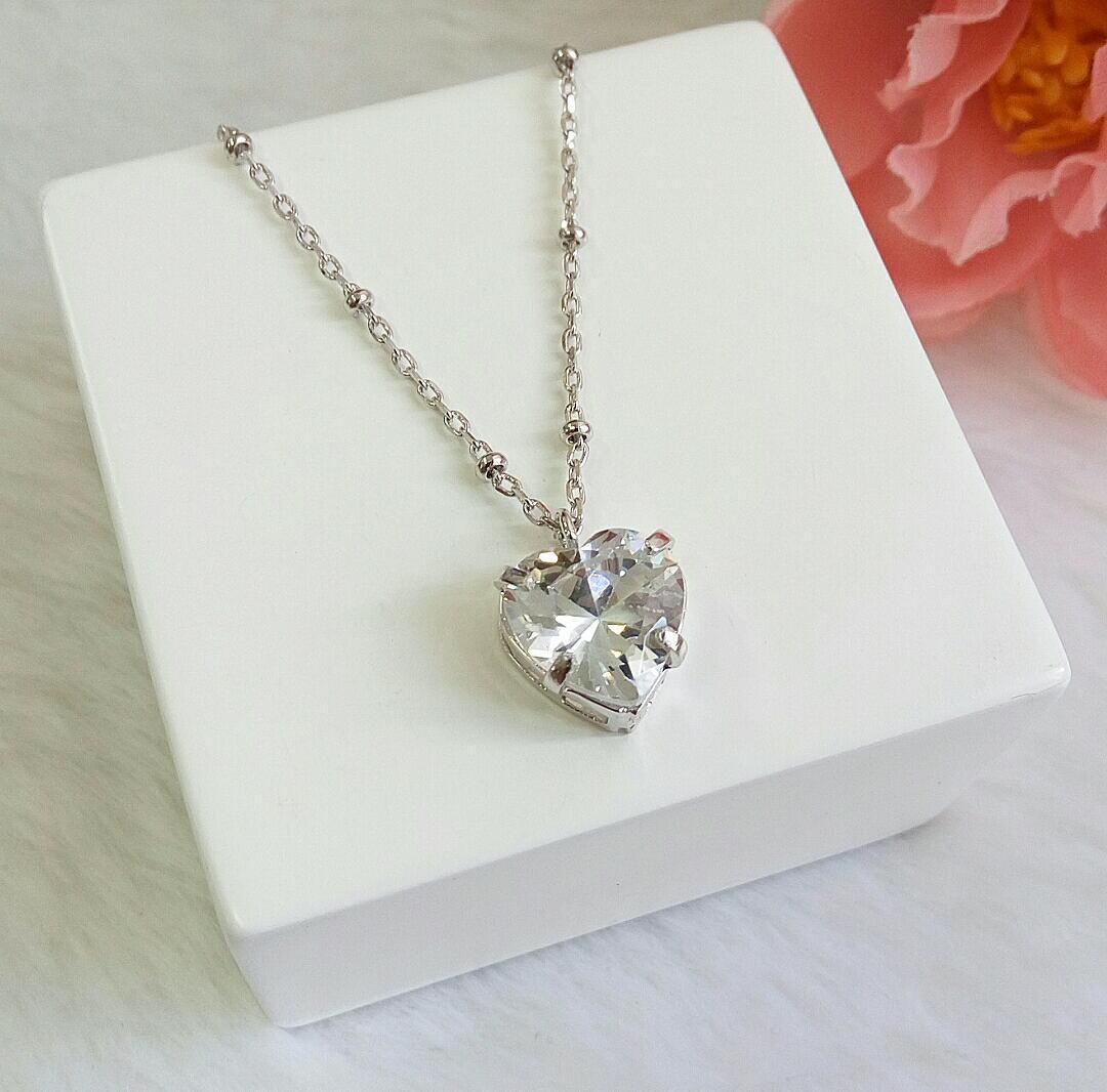Colar Mini Bolas Com Coração Cristal