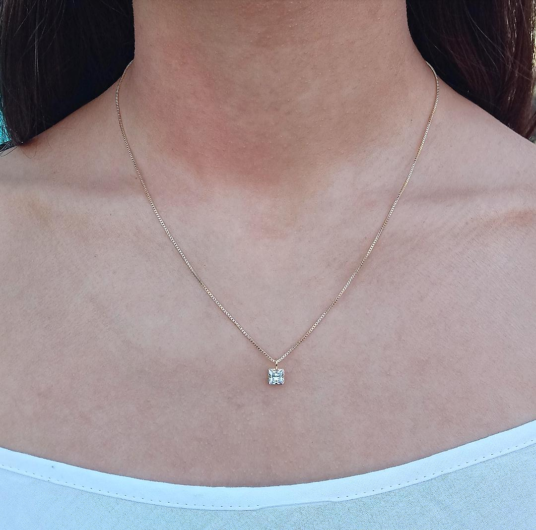 Colar Quadrado Pequeno Com Pedra Cristal