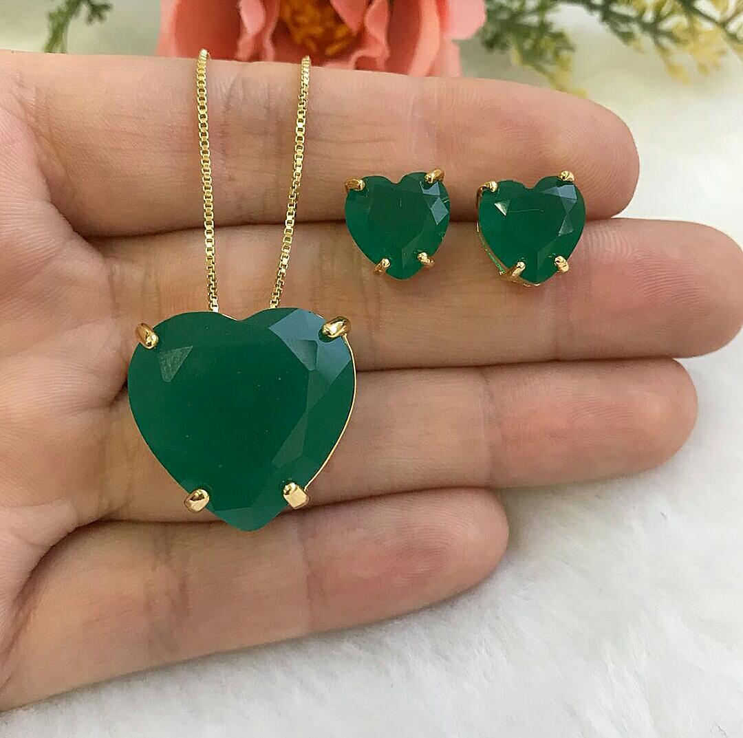 Conjunto Coração Grande Com Pedra Verde Esmeralda