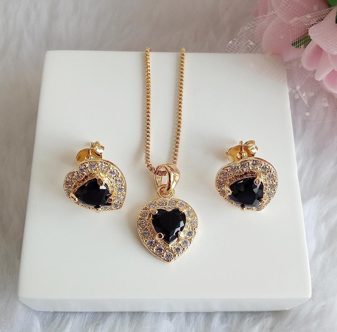 Conjunto Coração Pedra Ônix Com Micro Zircônias