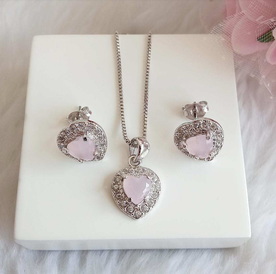 Conjunto Coração Pedra Rosa Leitoso Com Micro Zircônias