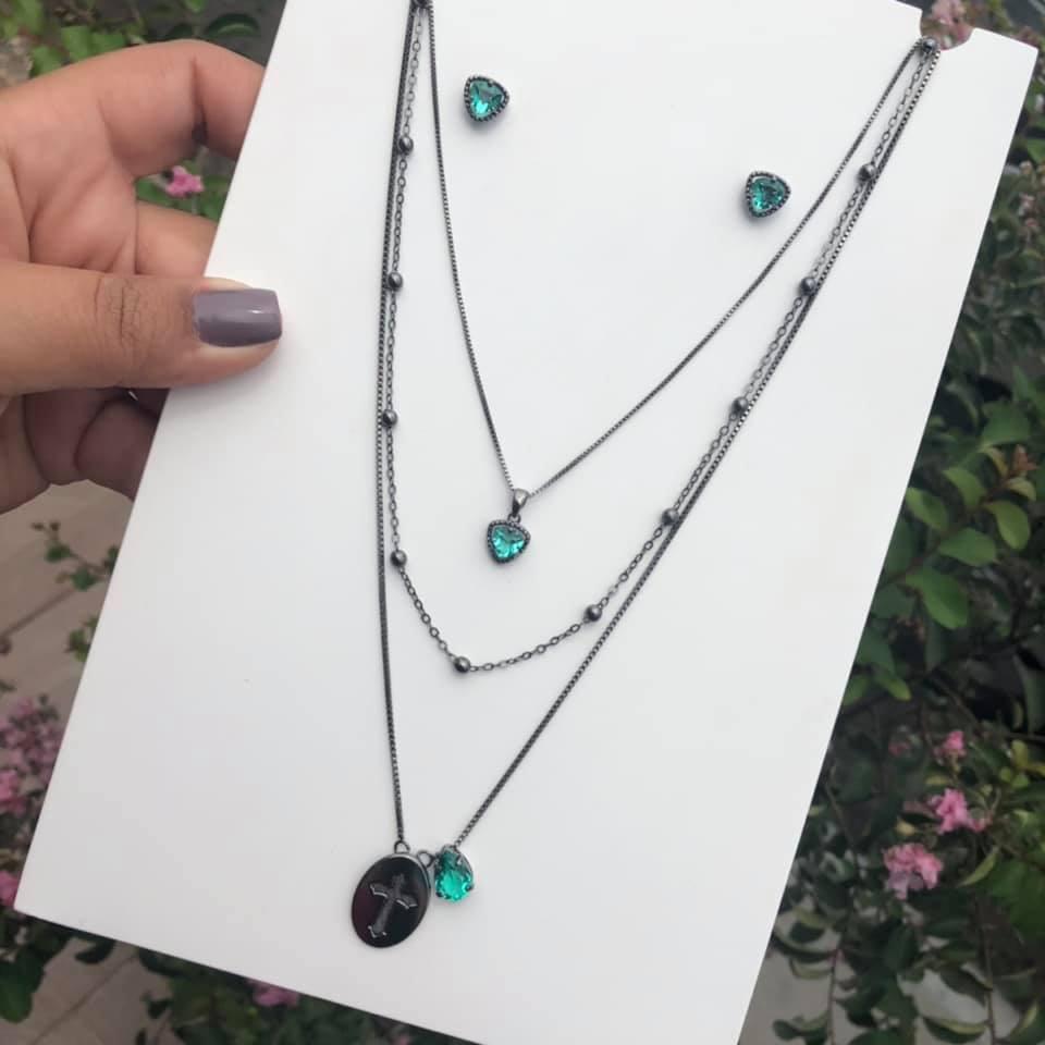 Conjunto Triângulo Com Pedra Verde Esmeralda Incandescente
