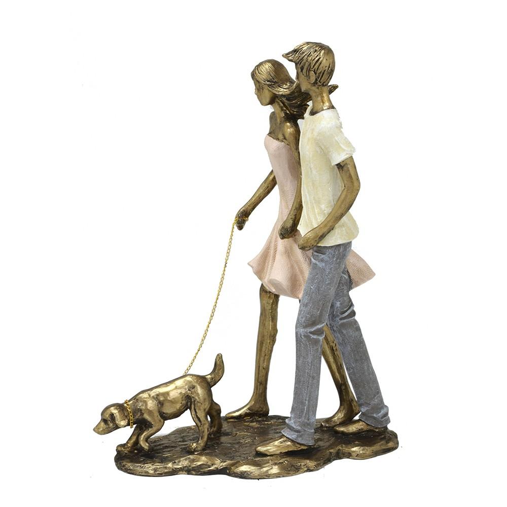 Escultura Decorativa Casal Passeando com Cachorro em Resina