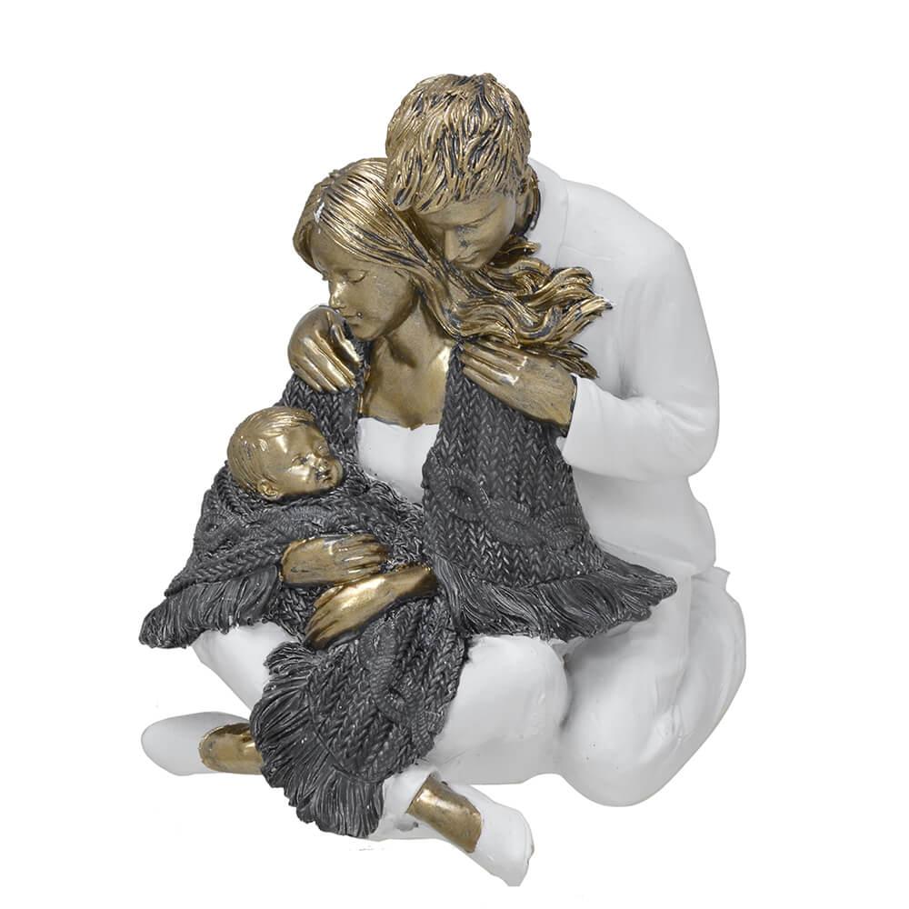 Escultura Família Decorativa em Resina Dourada Mãe e Pai Sentados com Bebê