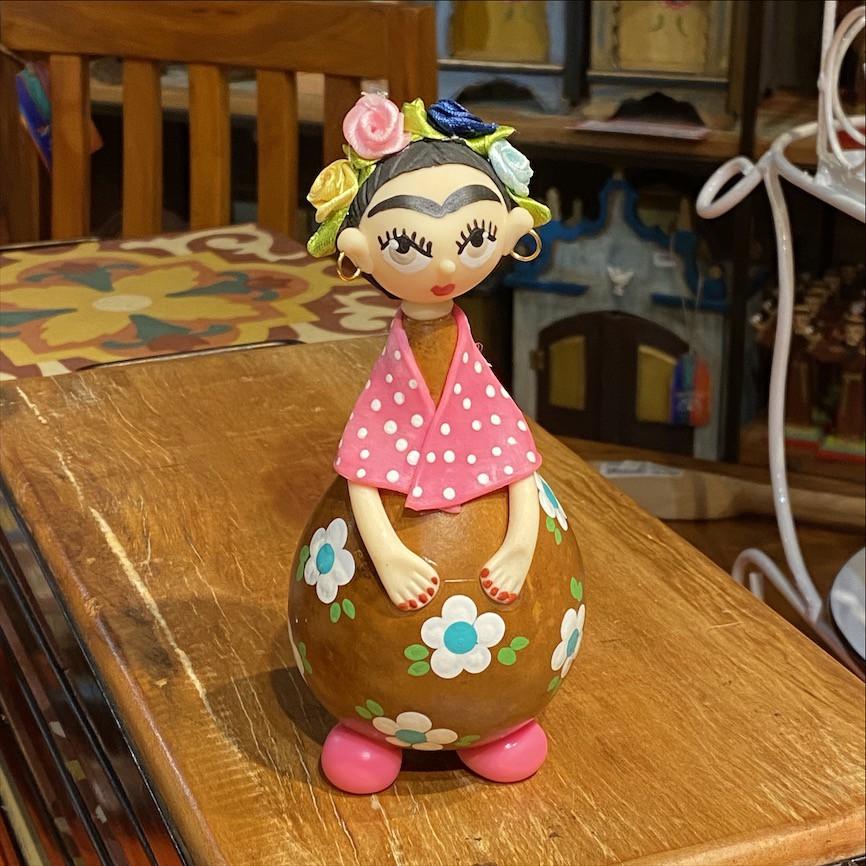 Frida Xale com Poás