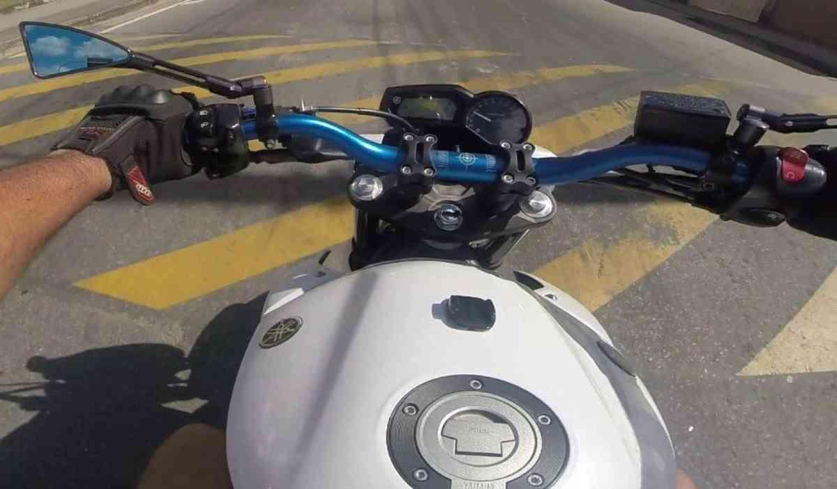 GUIDAO ESPORTIVO DE MOTO OXXY NAKED + ADAPTADOR OX7 ALLOY BAIXO PRETO 31,8 - COR AZUL