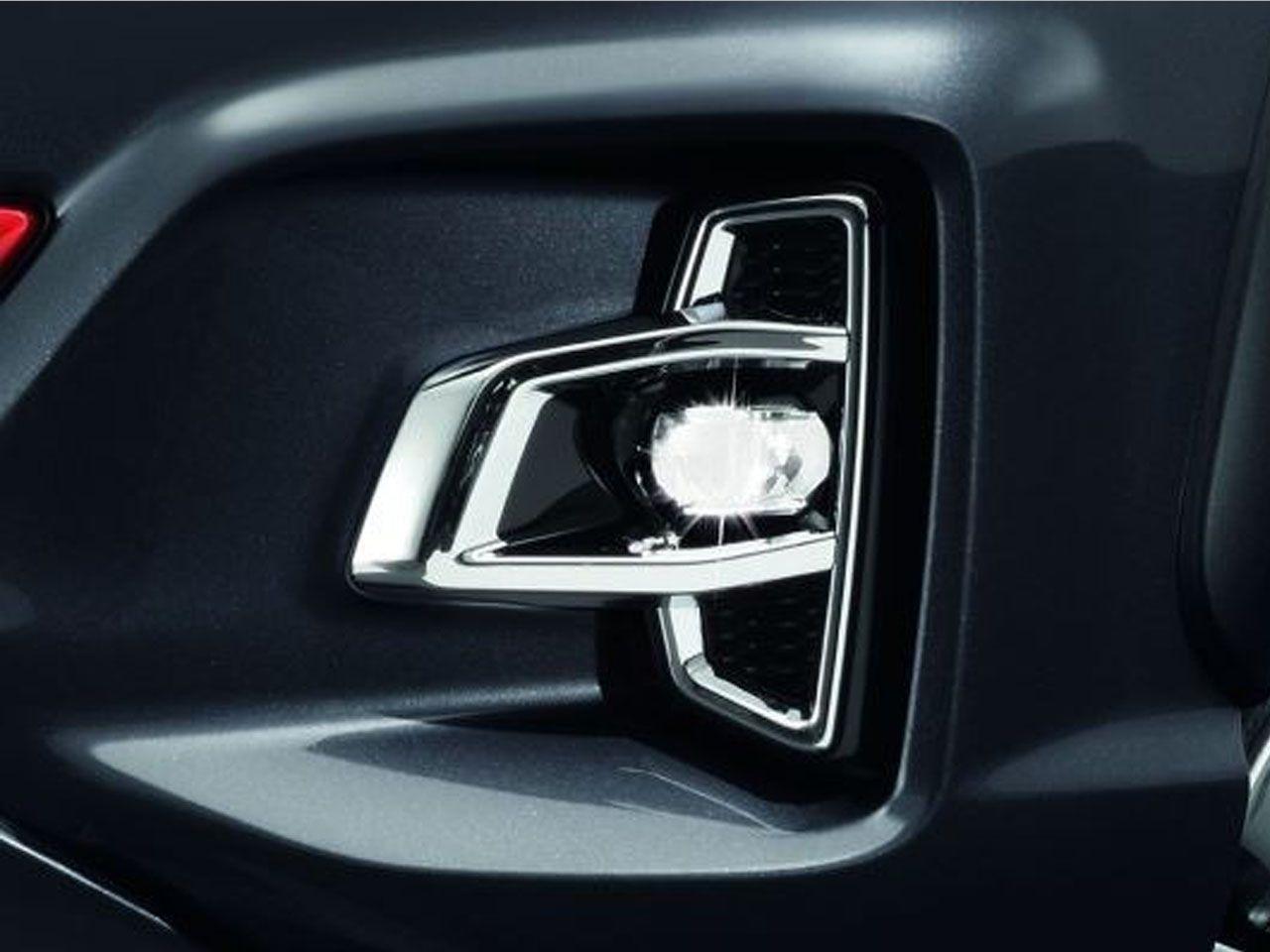 Aplique Cromado do Farol de Neblina Hilux STD SR SRV SRX  - Mirai Peças Toyota