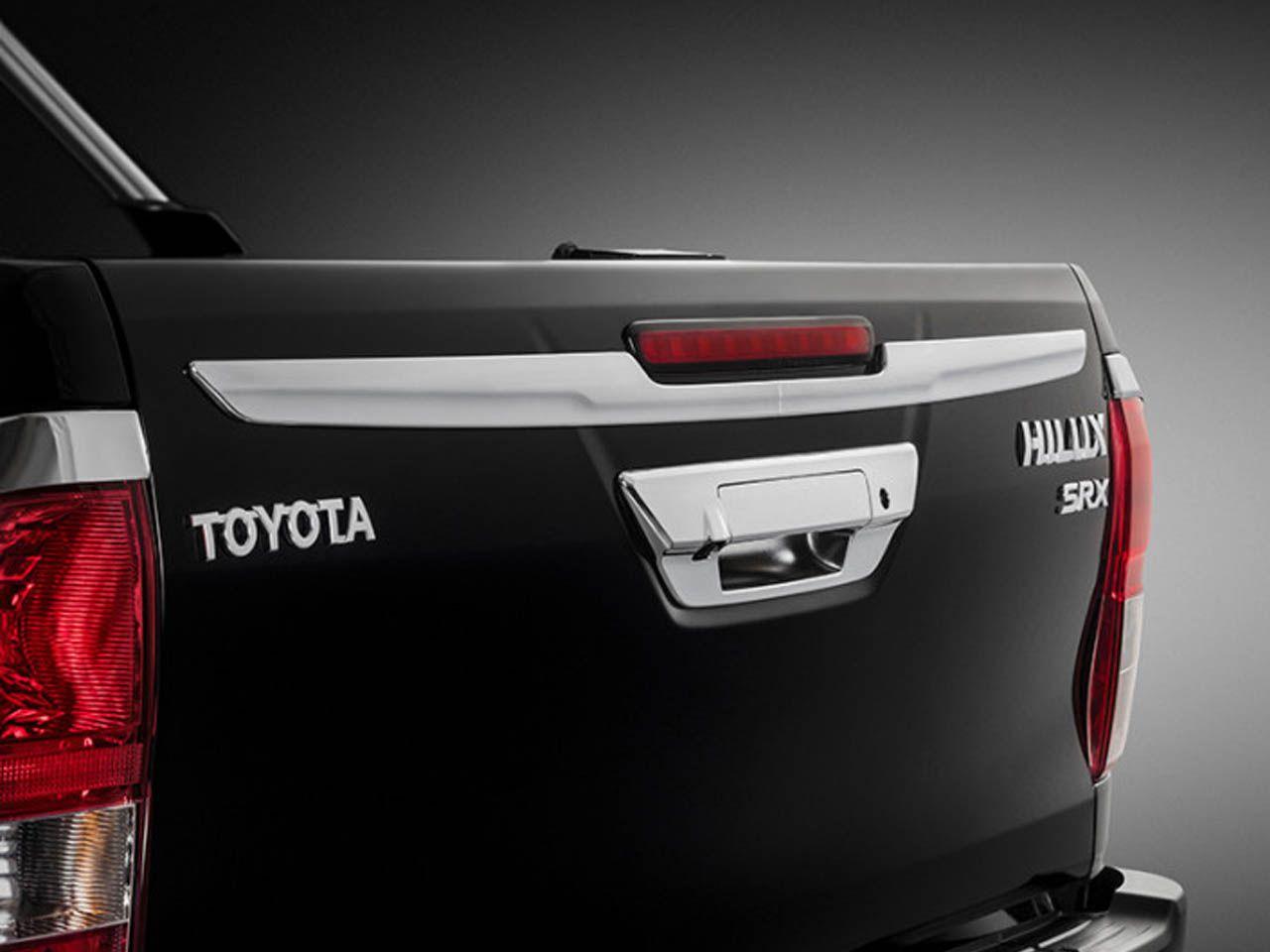 Aplique Cromado na Tampa da Caçamba Hilux STD SR SRV SRX Cabine Simples  - Mirai Peças Toyota