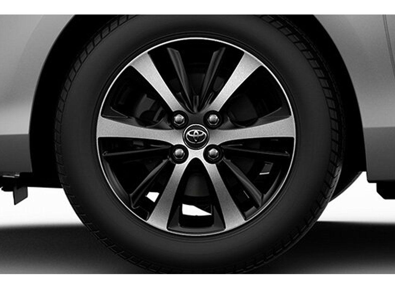 """Roda 15"""" com Acabamento Dual Tone (Preto e Prata) Yaris Sedã XL XS XLS  - Mirai Peças Toyota"""