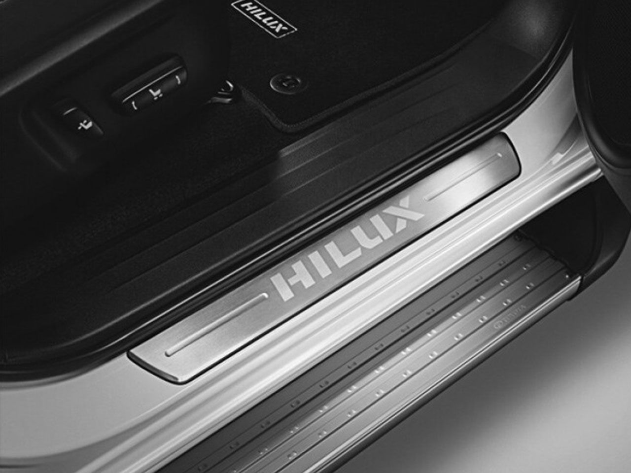 Soleira Hilux STD SR SRV SRX   - Mirai Peças Toyota