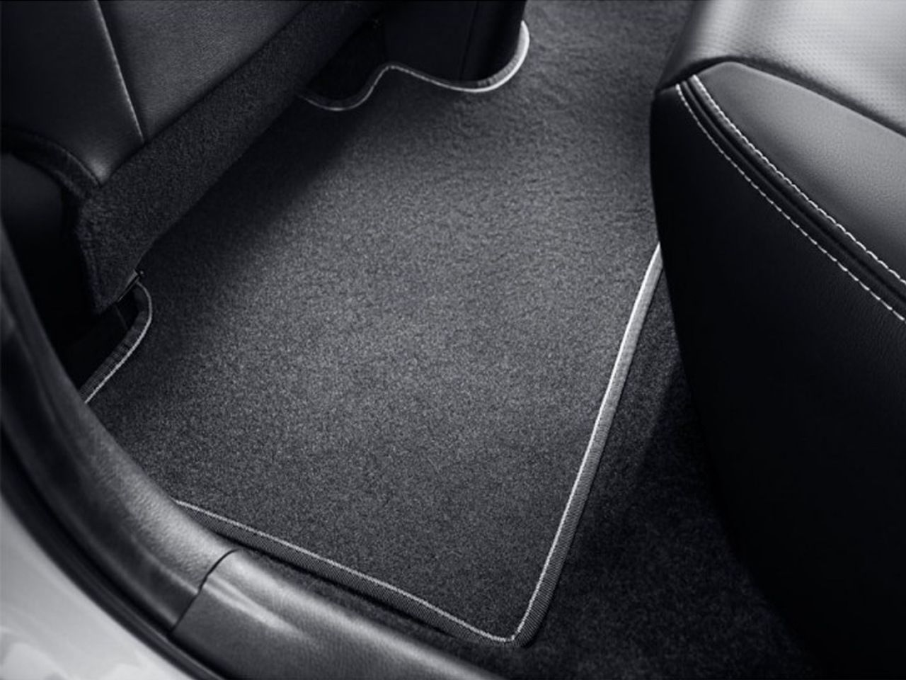 Tapete Traseiro de Carpete Yaris Hatch XS XLS  - Mirai Peças Toyota