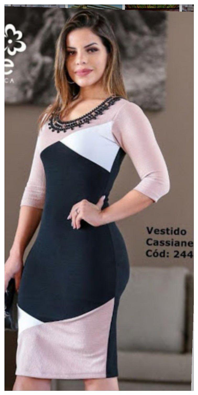 Vestido geométrico manga 3/4 bordado com pedras no decote.