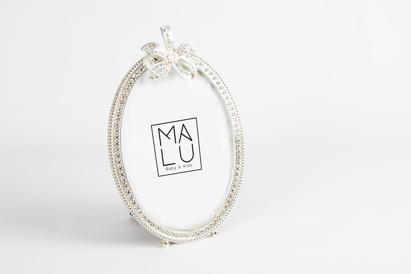 Porta Retrato Metal Oval Laço Vazado/Strass M