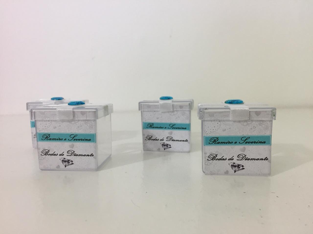 Kit com 10 Caixinhas de acrílico Bodas de Diamante