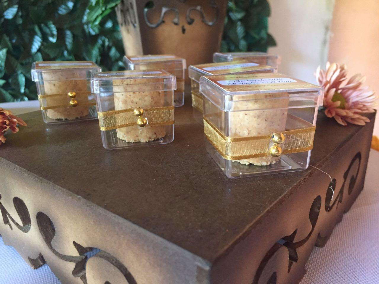 Kit com 10 Caixinhas de acrílico Bodas de Ouro