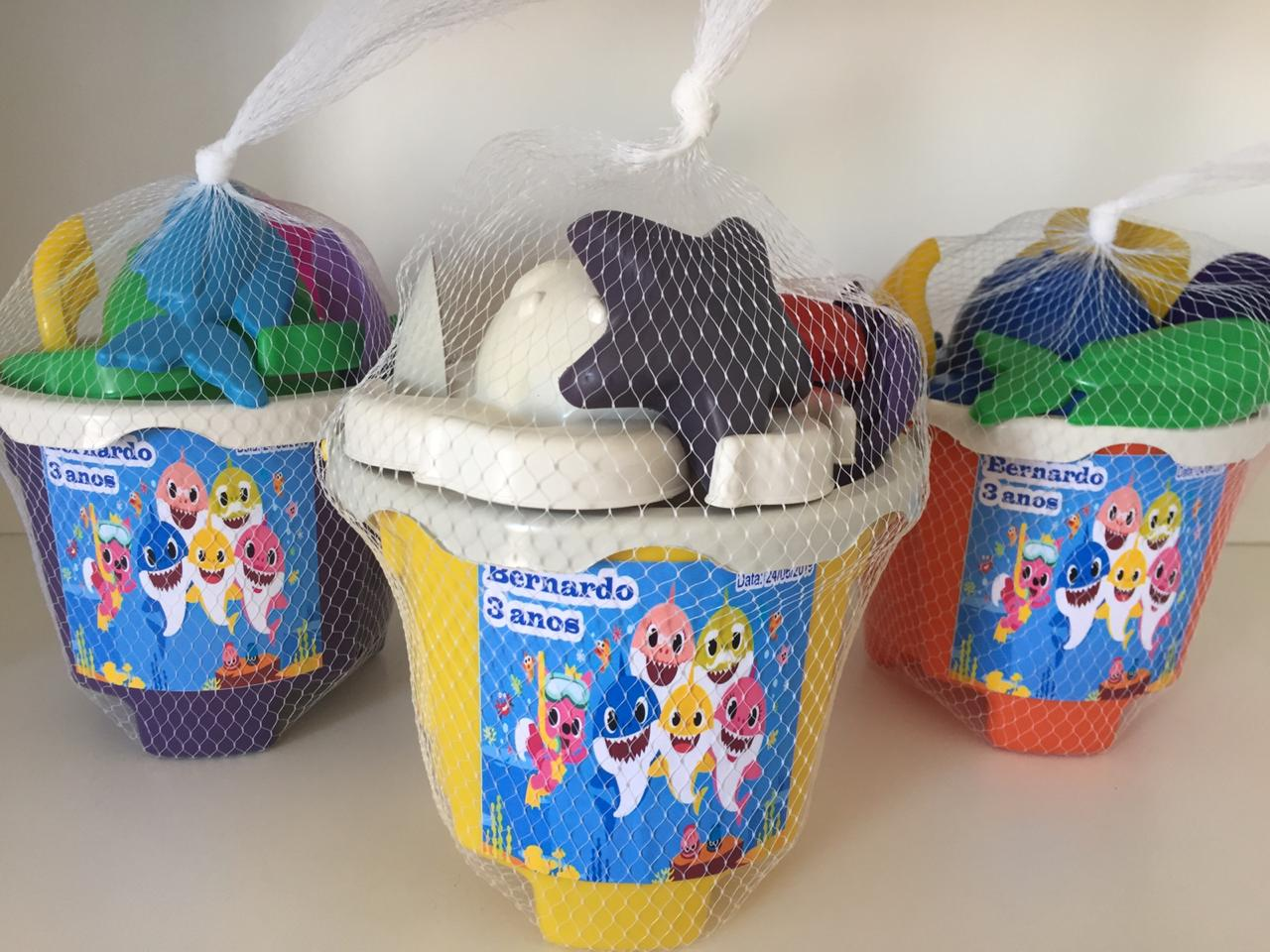 Kit com 10 baldes de praia Baby Shark