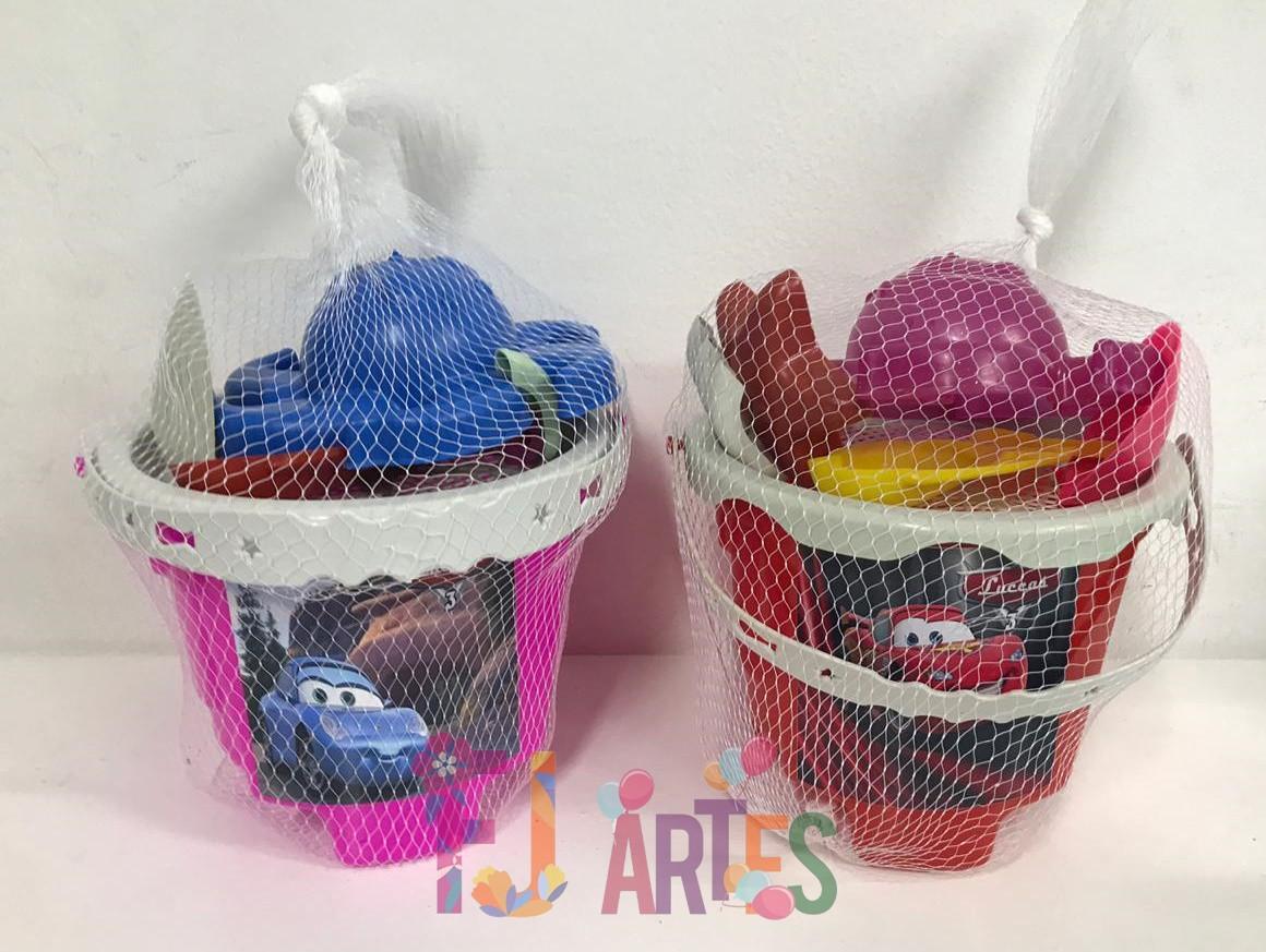Kit com 10 baldes de praia Carros