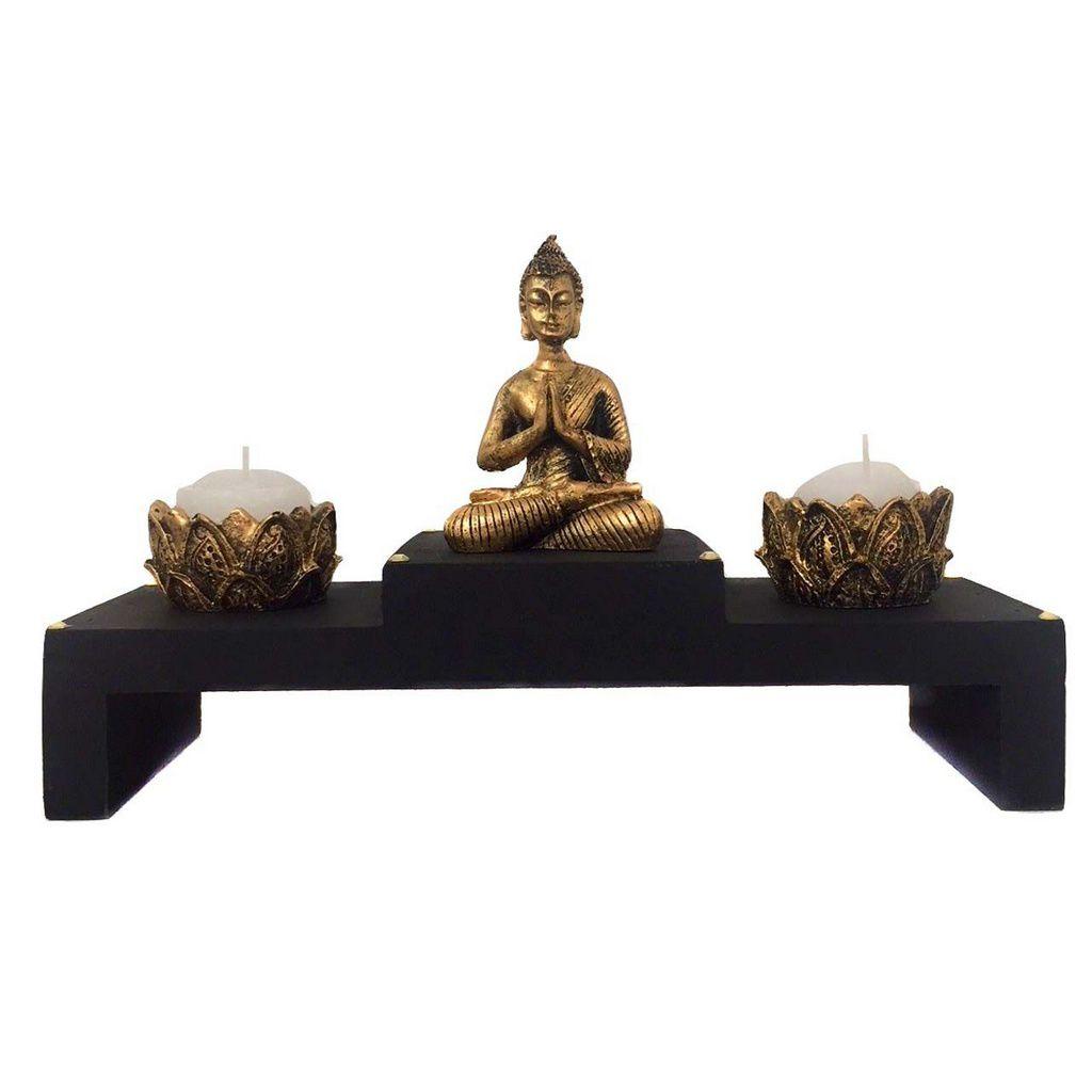 Altar com Castiçal de Estátua de Buda Dourado