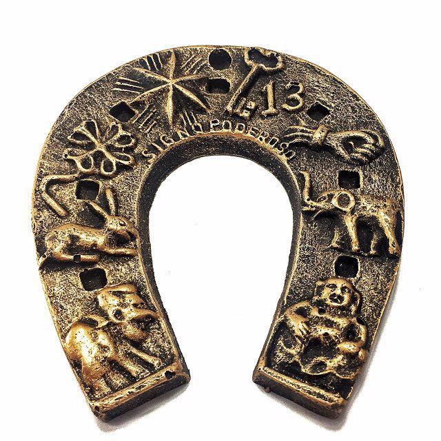 Ferradura - Amuleto da Sorte Dourada Material Resina
