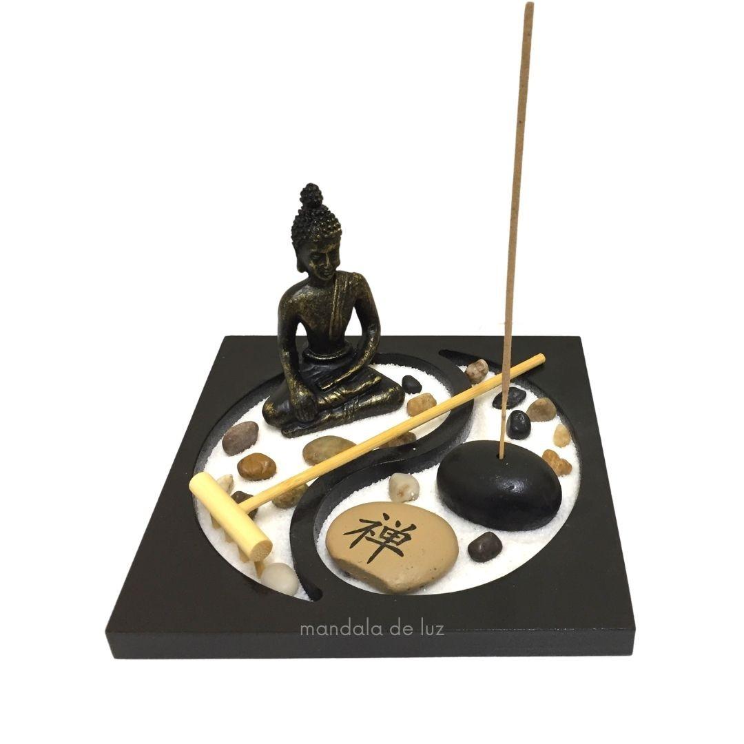 Jardim Zen com Buda, Pedras e incenso