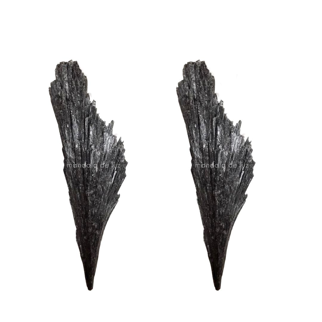 Kit com 2 Pedras Naturais Brutas Cianita Negra / Vassoura de Bruxa