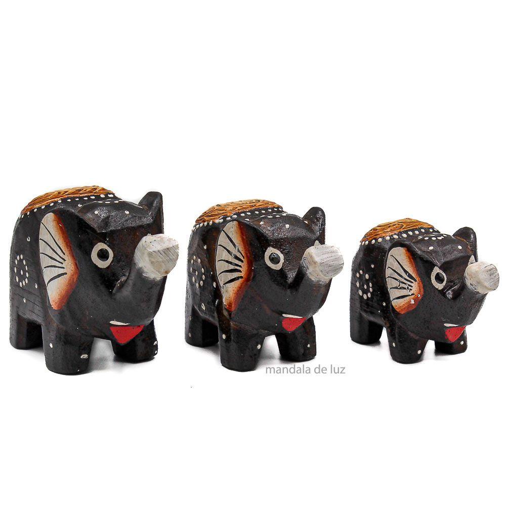 Trio de Elefantes de Madeira Pintado a mão 7cm