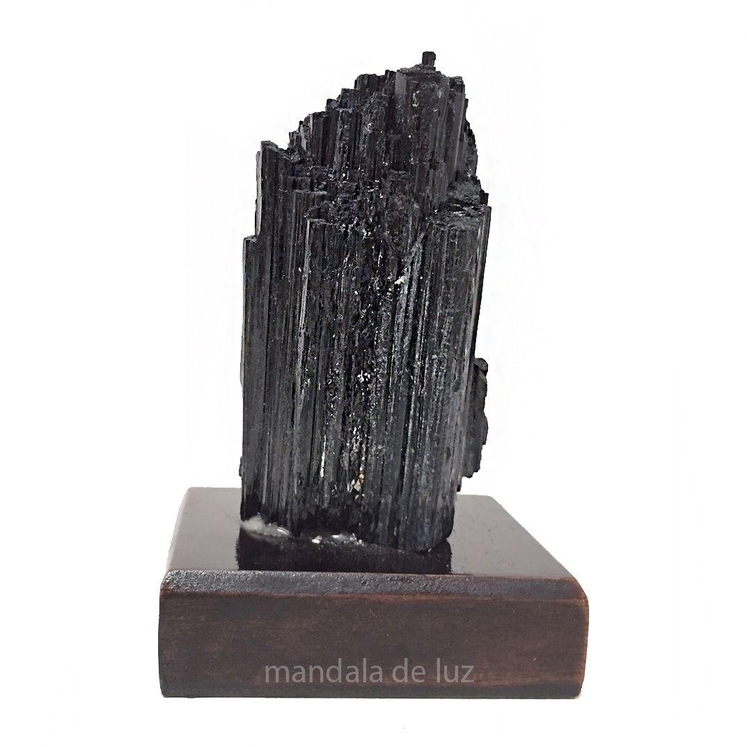 Turmalina Negra Bruta Na Base de Madeira Pequena