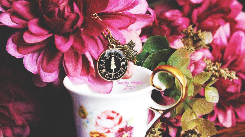 Colar Alice Relógio Coelho Branco