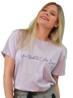 Camiseta You Need To Calm Down Lilás