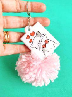 Chaveiro de pompom Cat Mama personalizado com seu nome