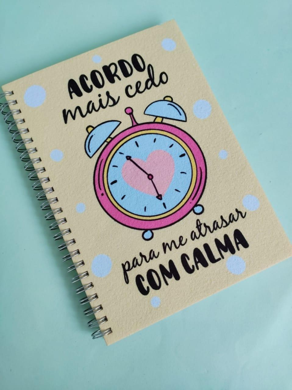 Caderno  Acordo Mais Cedo Para me Atrasar com Calma