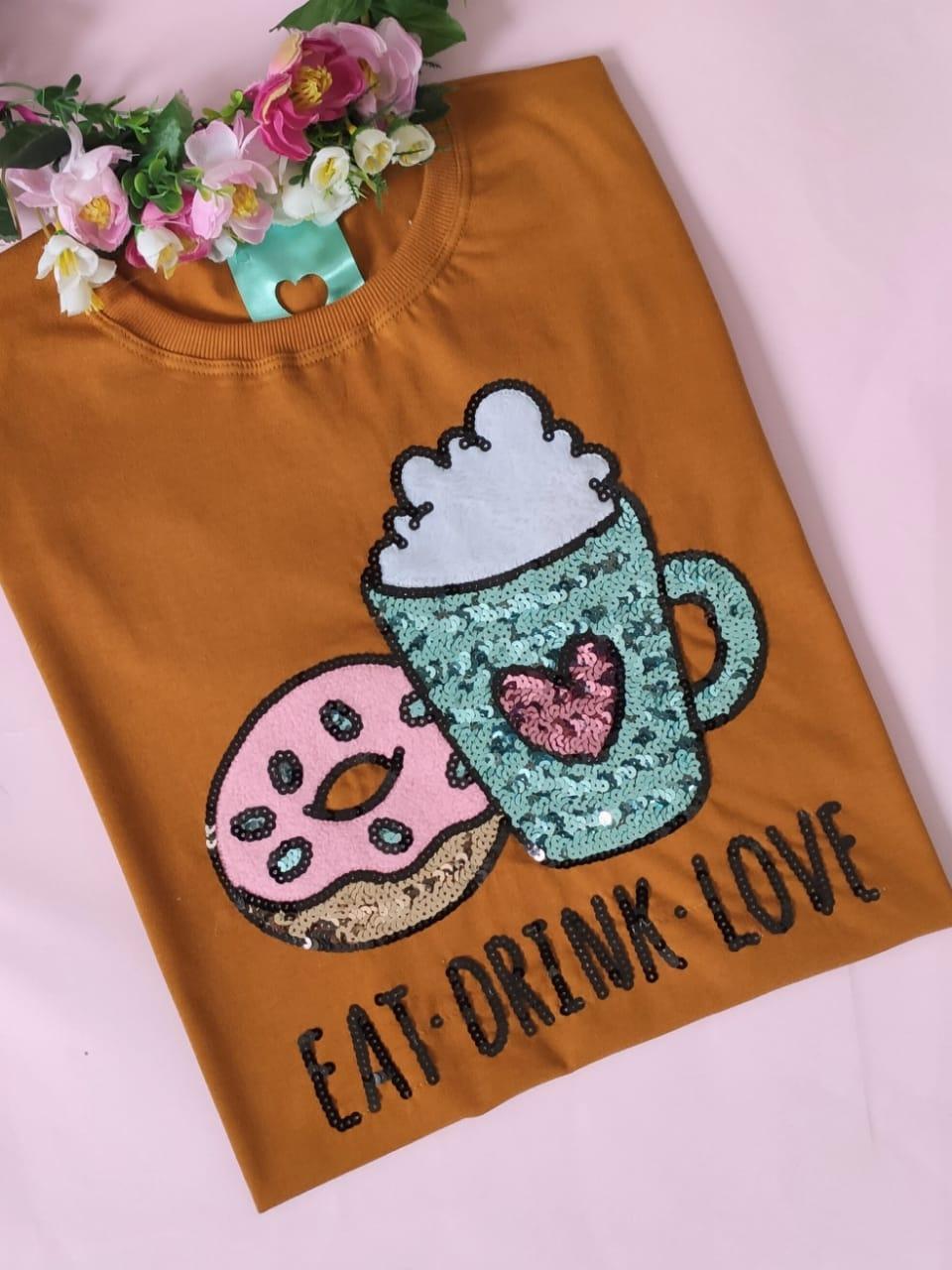 Camiseta Eat Drink Love Caramelo