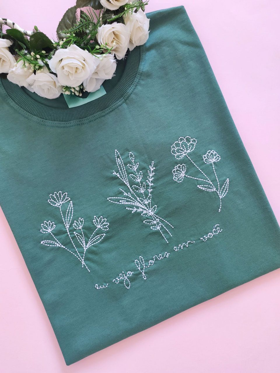 Camiseta Vejo Flores Verde