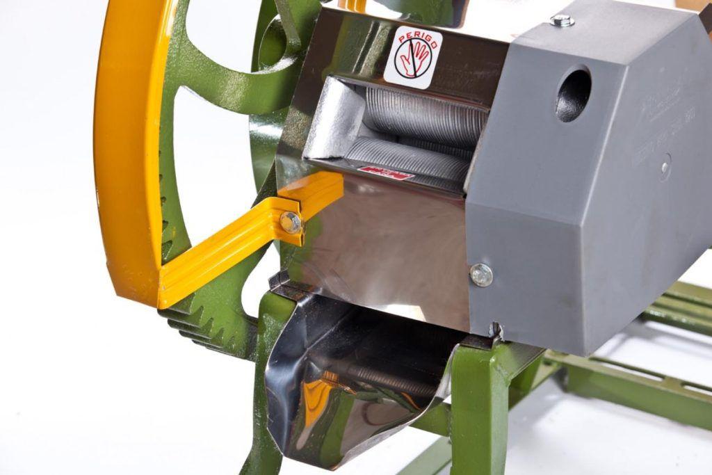 Engenho Caldo de Cana B-120 Baixo Moenda de Inox Botini + Motor Gasolina