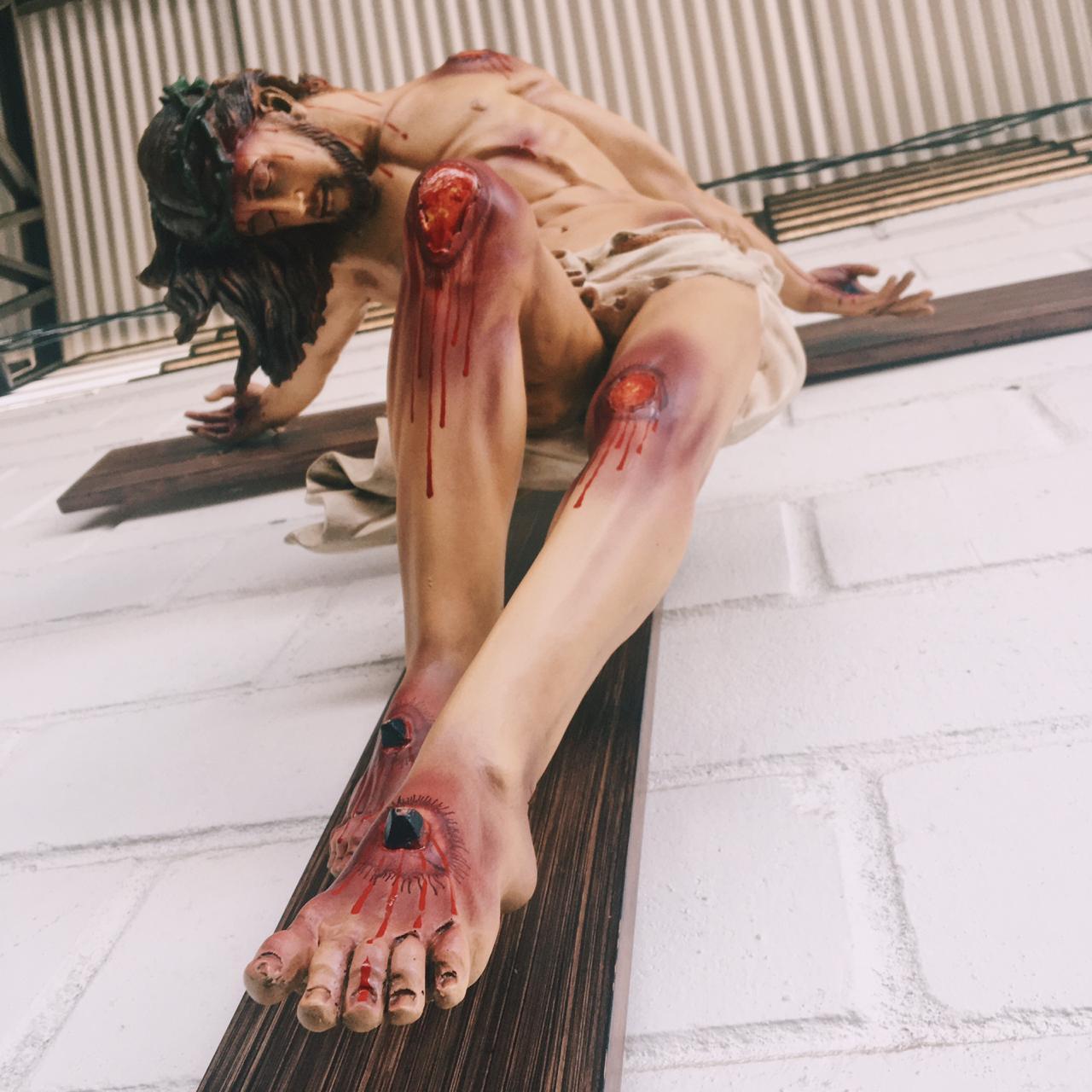 Crucifixo: 220 cm | Corpo: 130 cm (estilizado)