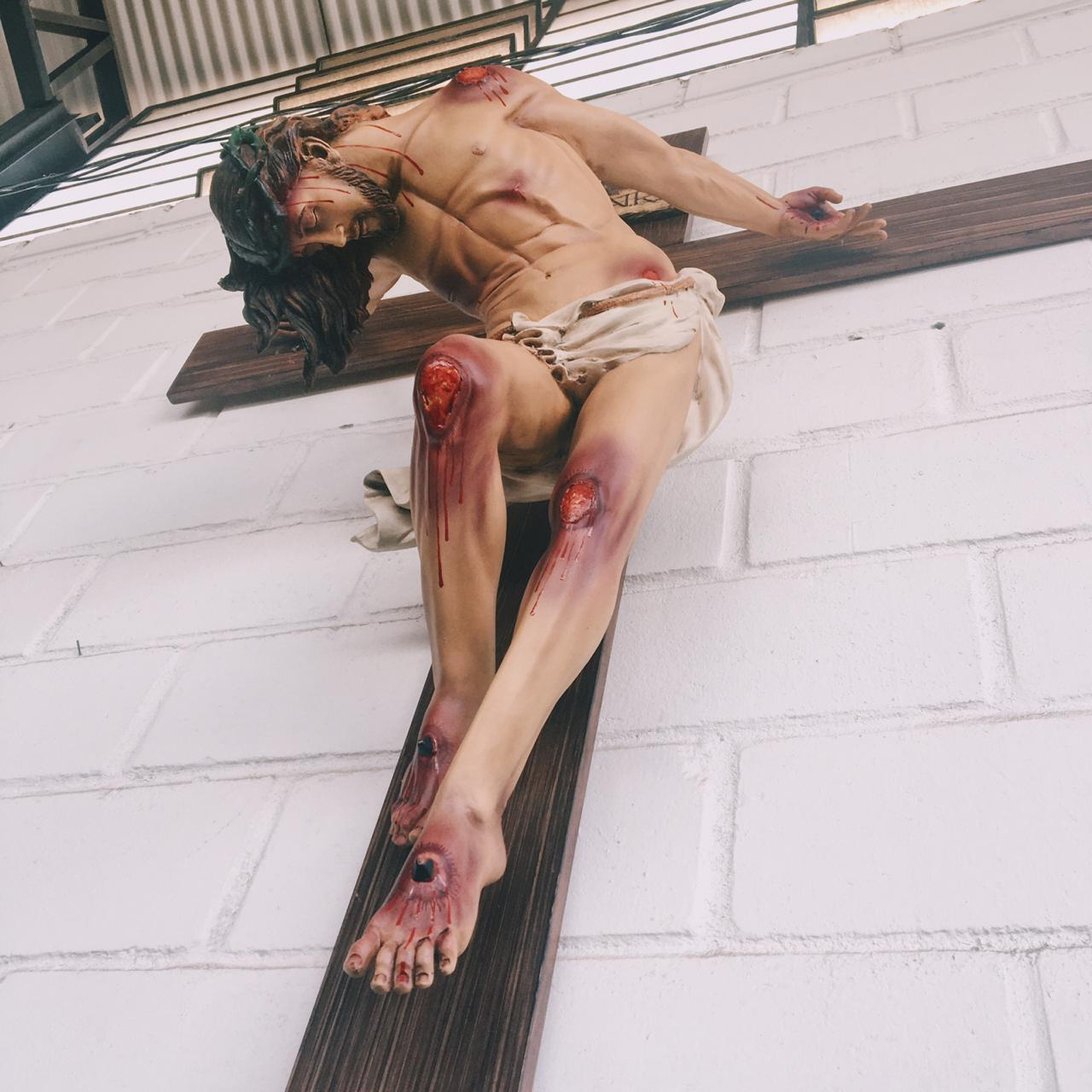 Crucifixo 220 cm (estilizado) - corpo 130 cm