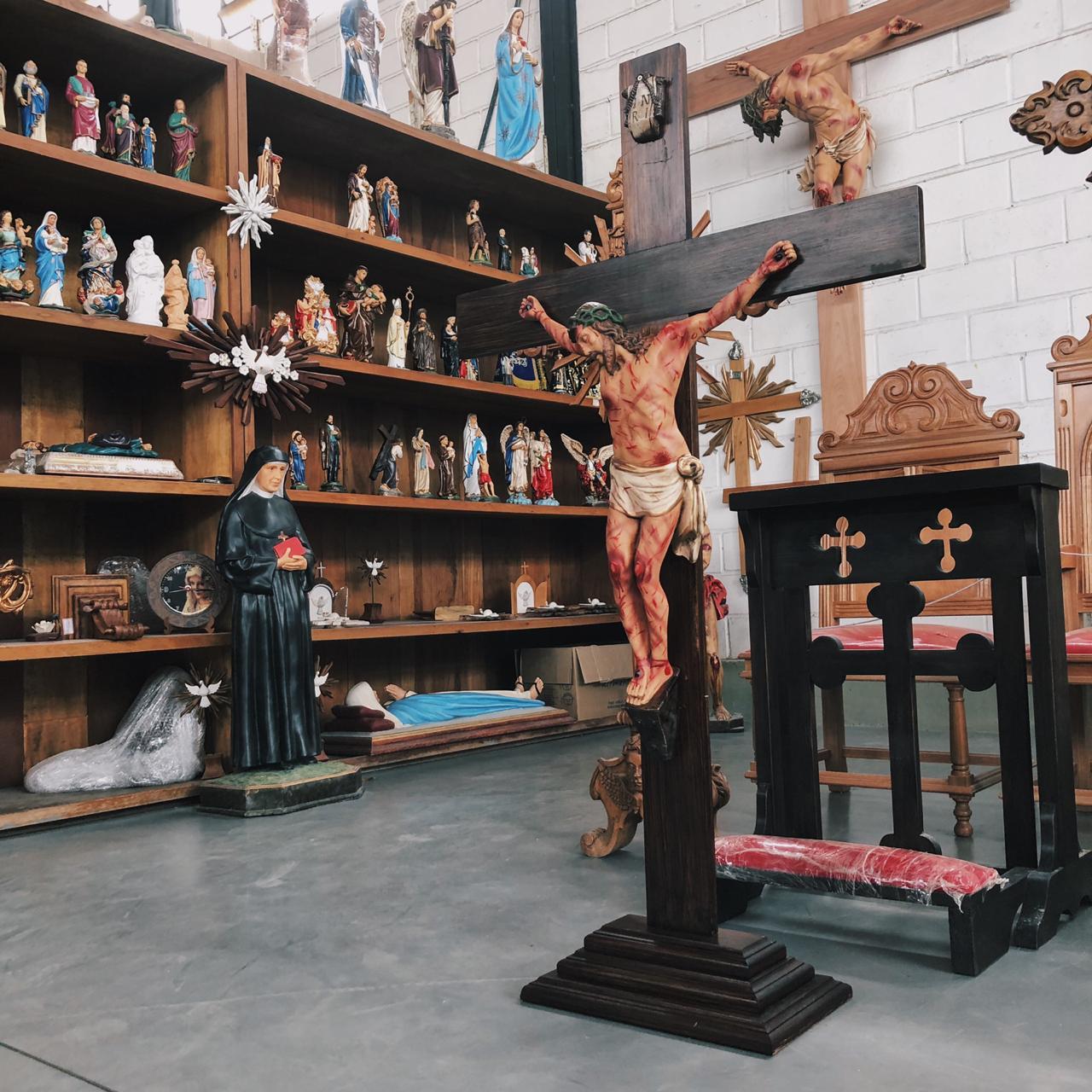 Crucifixo: 150 cm | Corpo: 070 cm (chagado com base)