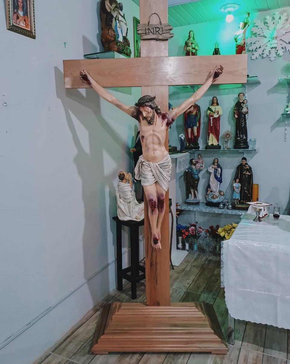 Crucifixo: 240 cm | Corpo: 240 cm (braços articulados)