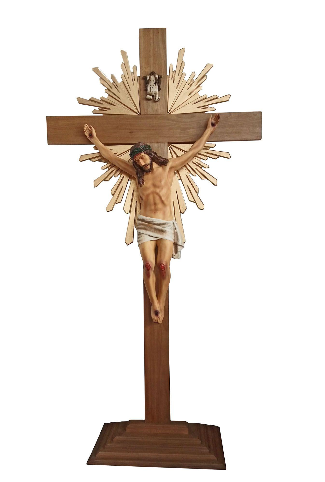 Crucifixo: 320 cm | Corpo: 140 cm (com resplendor e base)