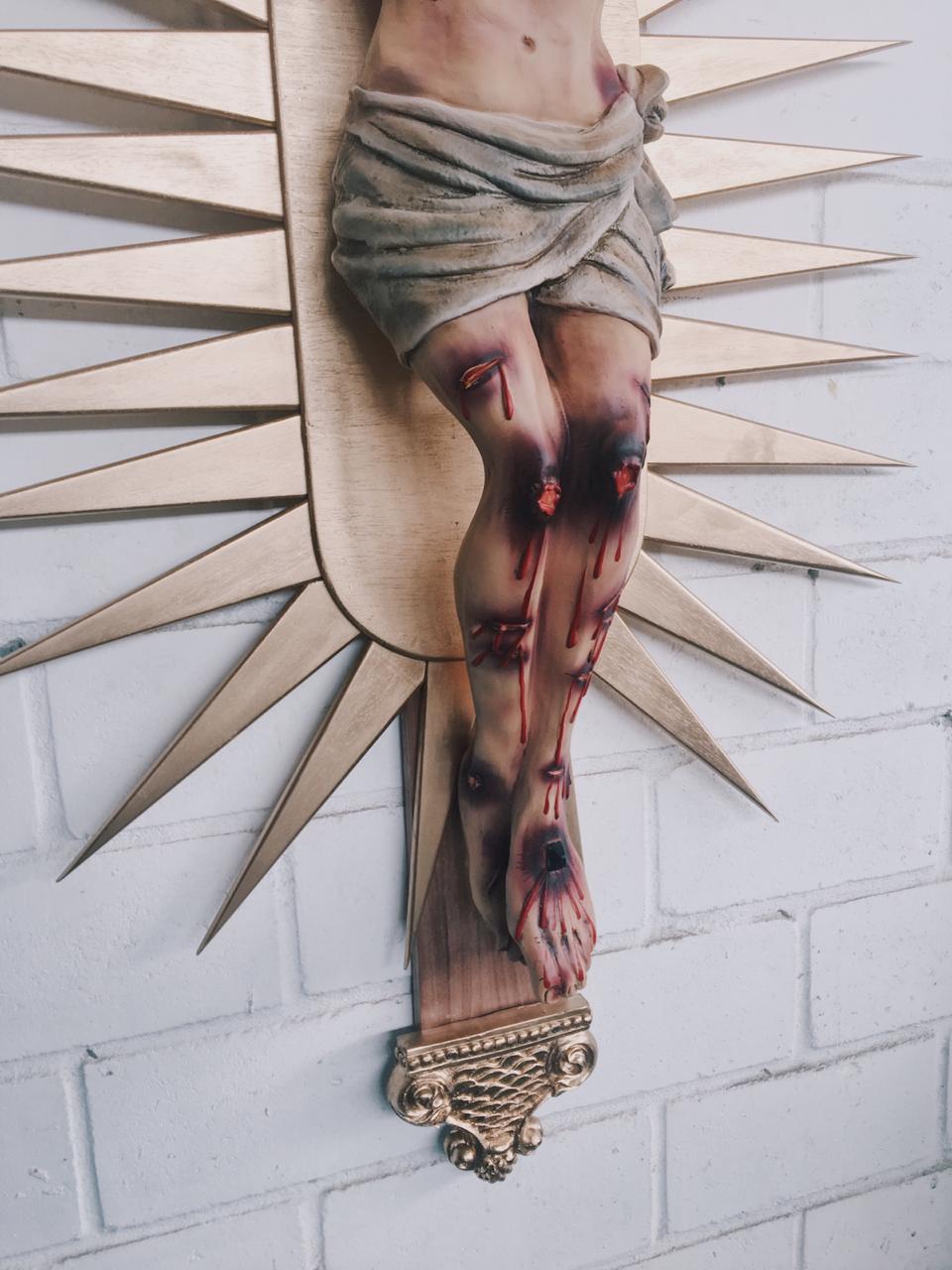 Crucifixo: 220 cm   Corpo: 140 cm (Bom Jesus   Agonia de Cristo)