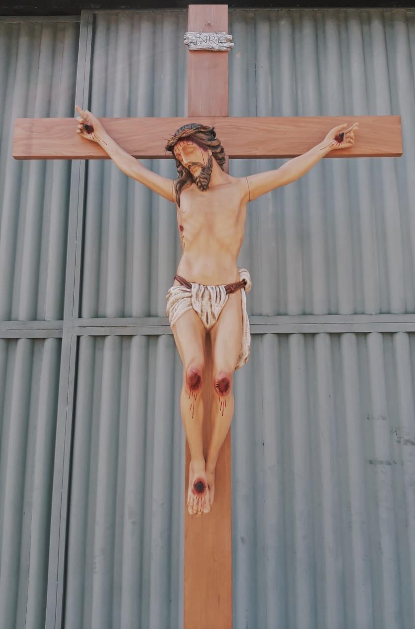 Crucifixo: 350 cm | Corpo: 180 cm | Cruz: 350 cm