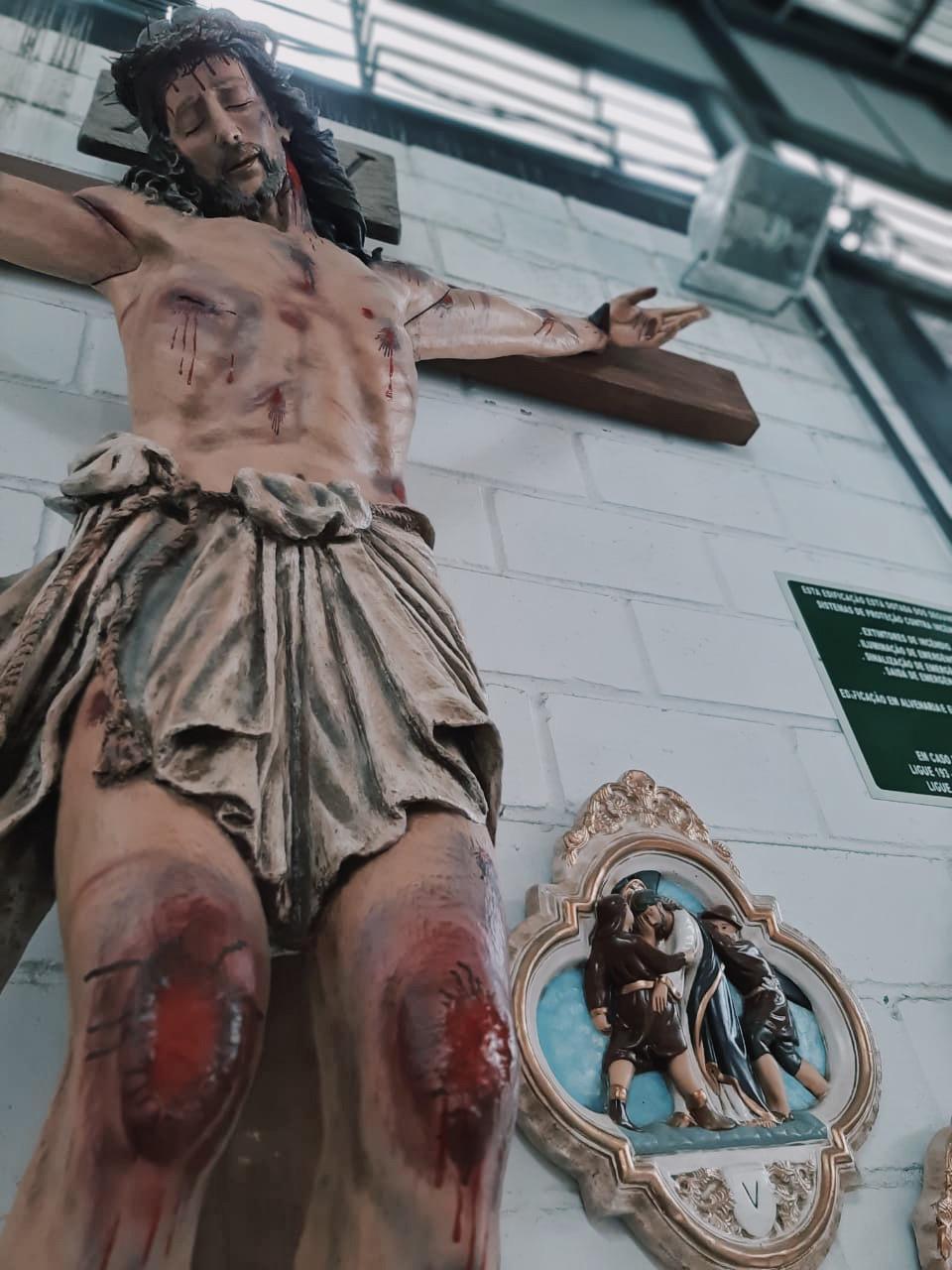 Crucifixo: 400 cm   Corpo: 230 cm   Cruz: 400 cm