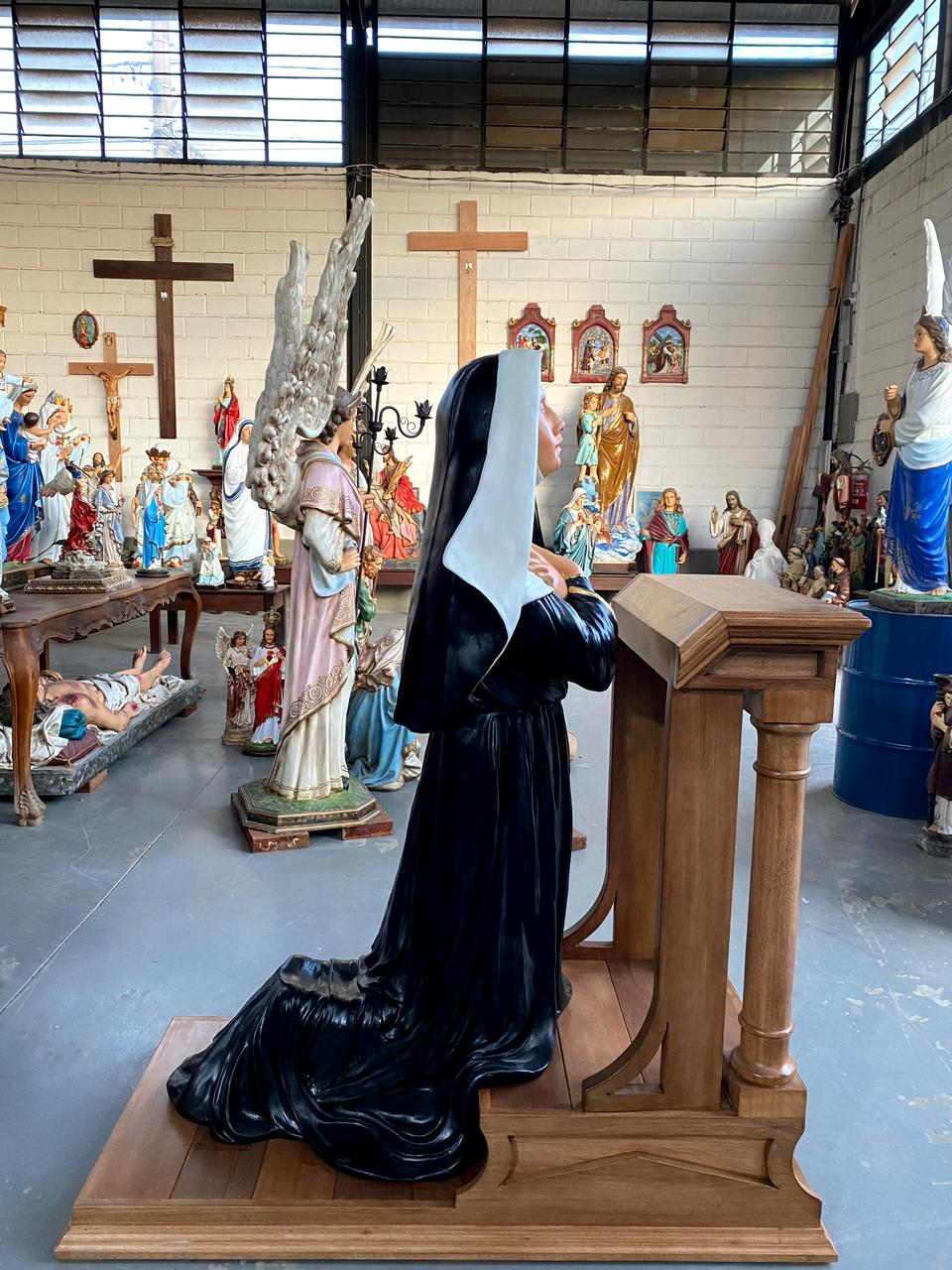 Santa Rita Ajoelhada + Genuflexório - 170 cm