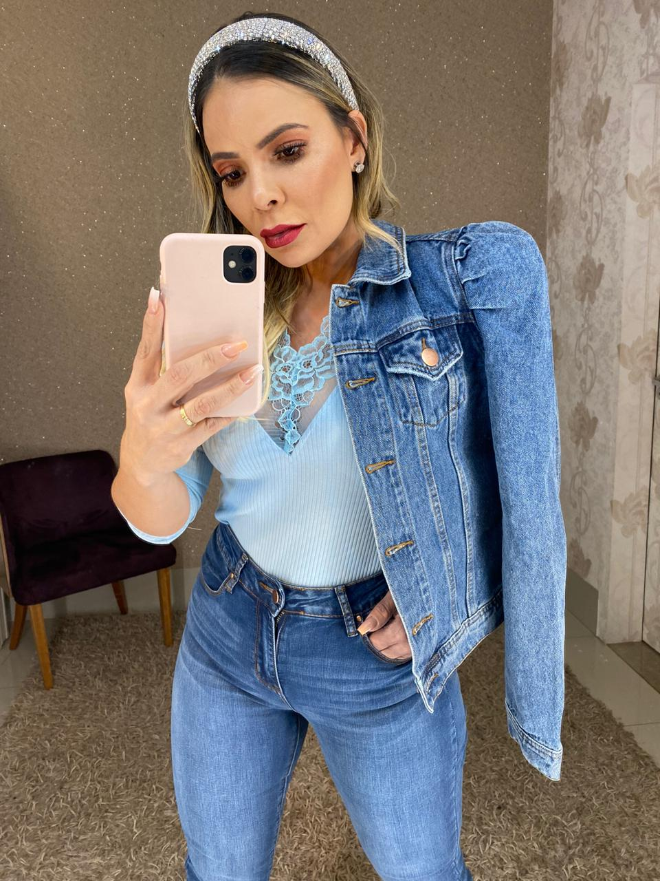 Jaqueta jeans ombro estruturado