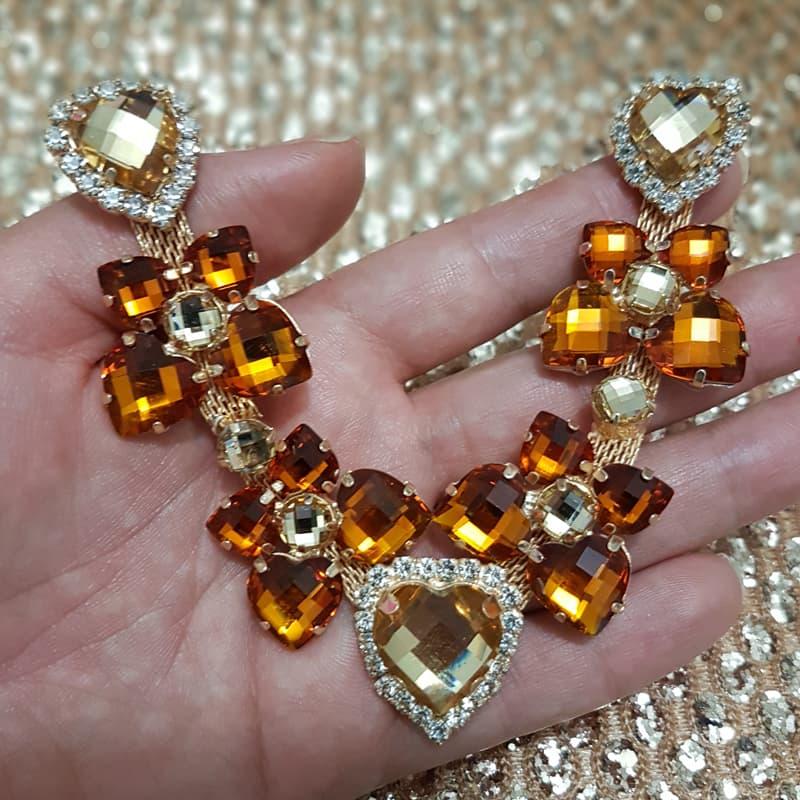 Cabedal Luxo V - Corações para Amar Strass Mesclado (Marrom e Dourado)